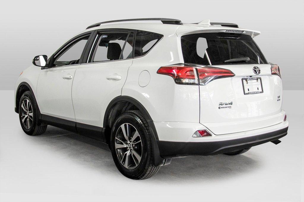 Toyota RAV4 AWD LE 2018 à Verdun, Québec - 5 - w1024h768px