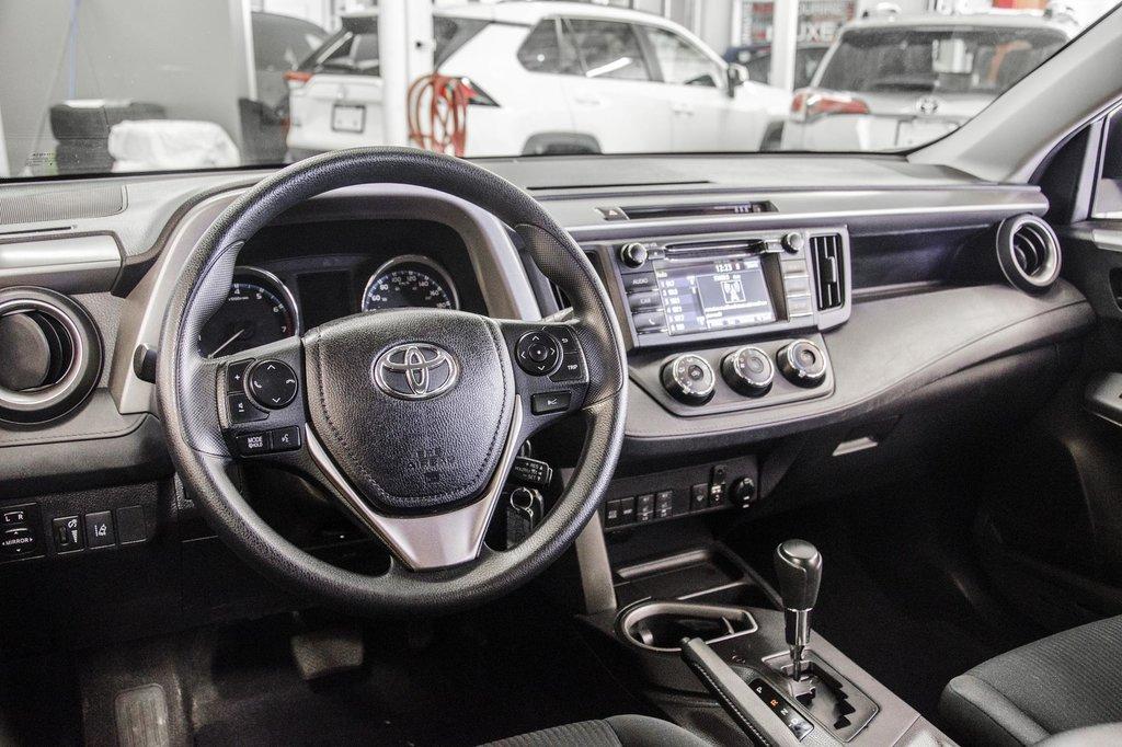 Toyota RAV4 AWD LE 2018 à Verdun, Québec - 8 - w1024h768px