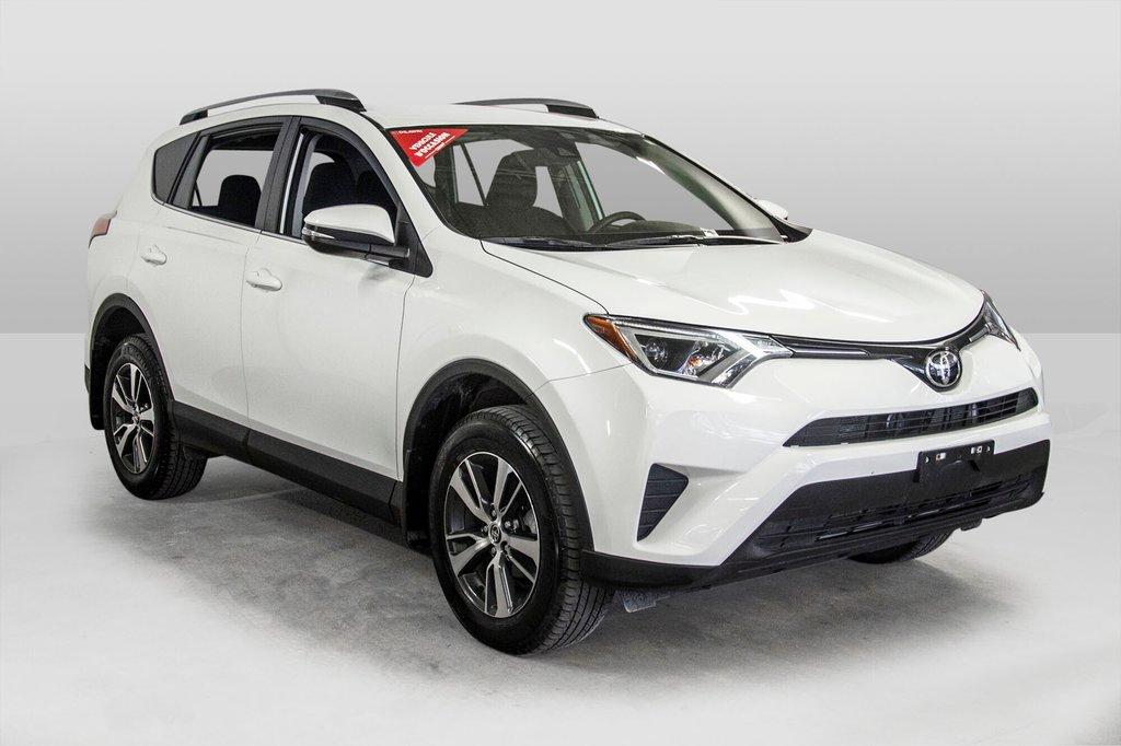 Toyota RAV4 AWD LE 2018 à Verdun, Québec - 3 - w1024h768px