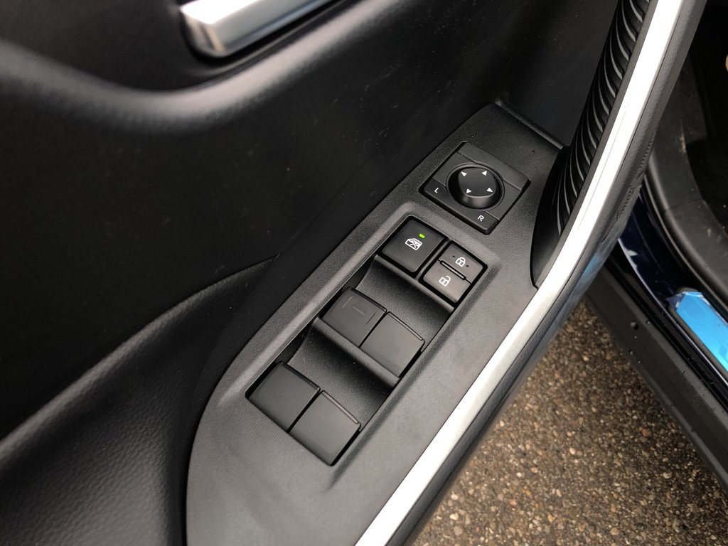 2019 Toyota RAV4 XLE in Bolton, Ontario - 13 - w1024h768px