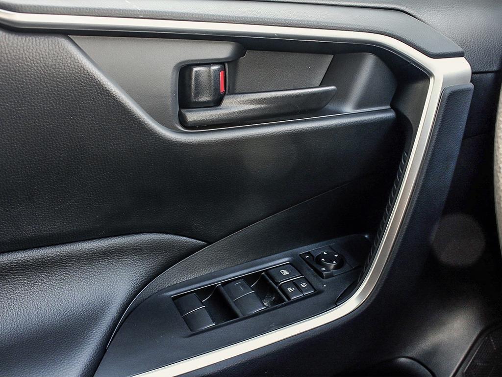 Toyota RAV4 AWD LE 2019 à Verdun, Québec - 16 - w1024h768px