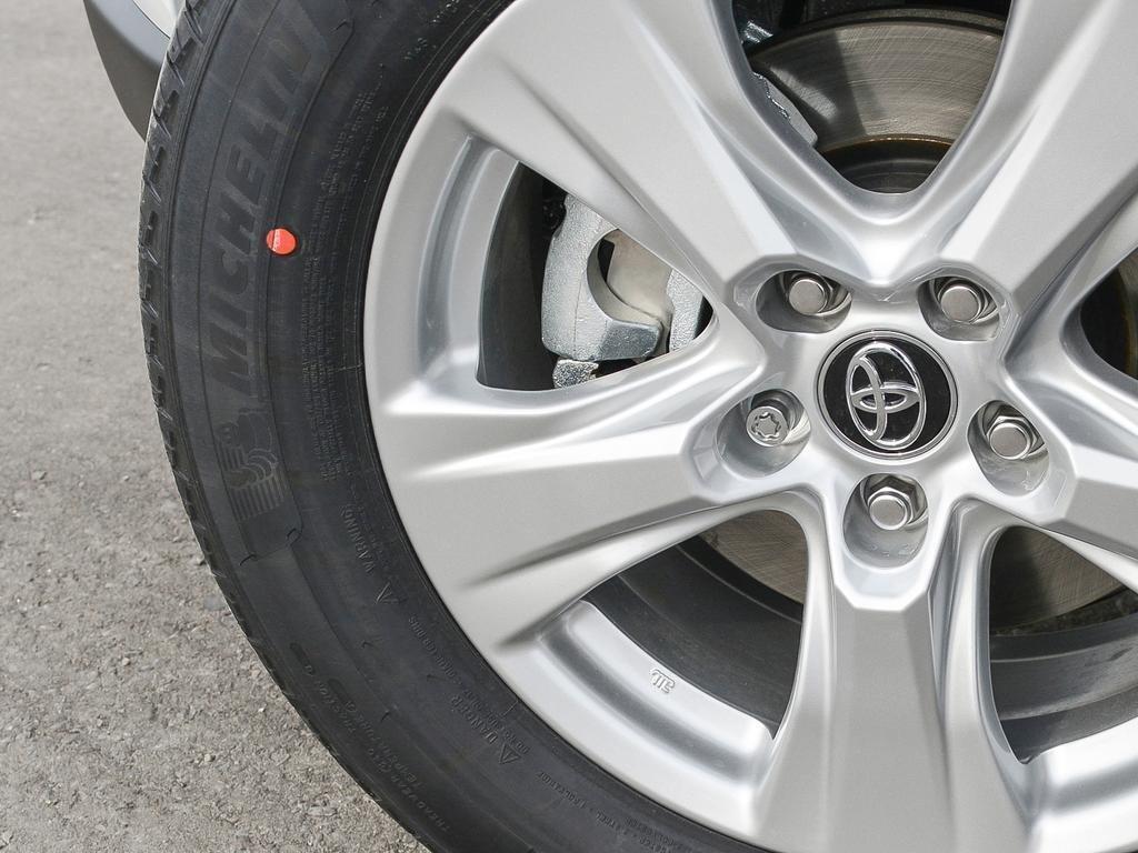 Toyota RAV4 AWD XLE 2019 à Verdun, Québec - 8 - w1024h768px