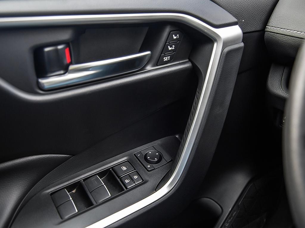 Toyota RAV4 AWD XLE 2019 à Verdun, Québec - 16 - w1024h768px