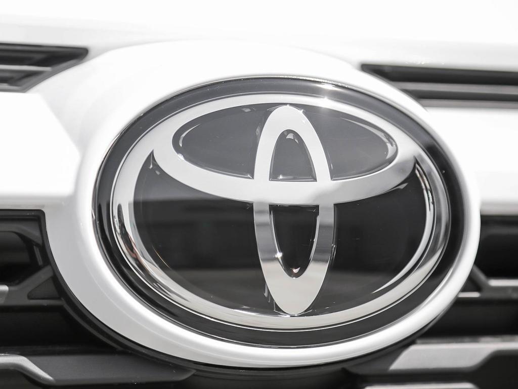 Toyota RAV4 FWD XLE 2019 à Verdun, Québec - 9 - w1024h768px