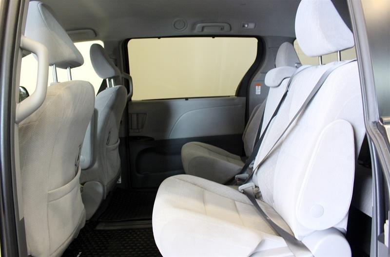 2019 Toyota Sienna LE 8-Passenger V6 in Regina, Saskatchewan - 12 - w1024h768px