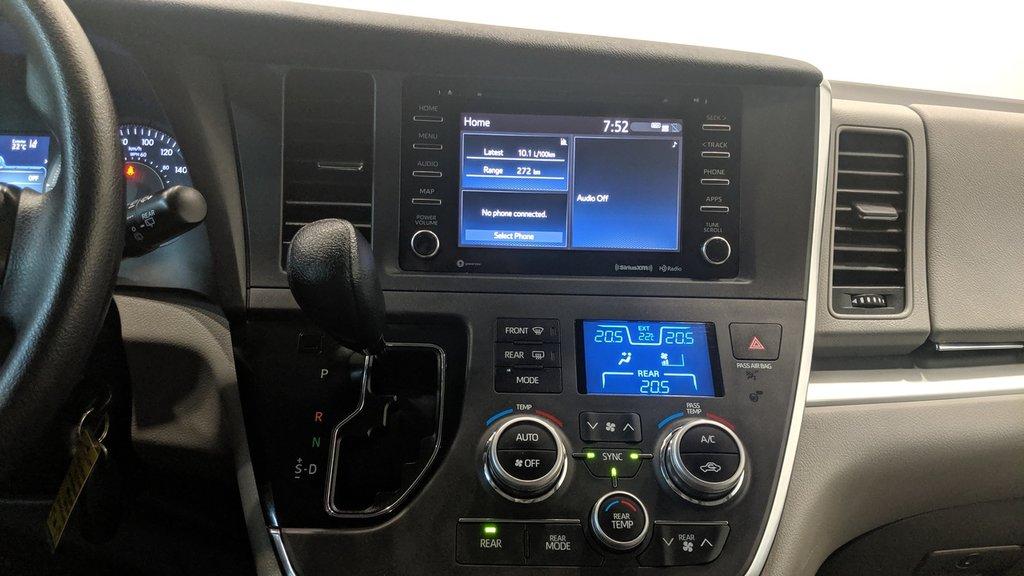2019 Toyota Sienna LE 8-Passenger V6 in Regina, Saskatchewan - 8 - w1024h768px