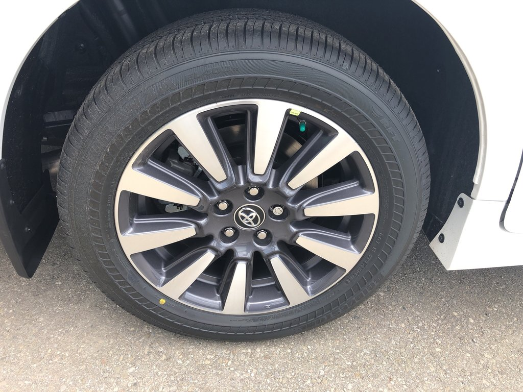 2020 Toyota Sienna LE in Bolton, Ontario - 5 - w1024h768px
