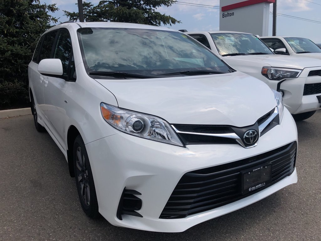 2020 Toyota Sienna LE in Bolton, Ontario - 3 - w1024h768px