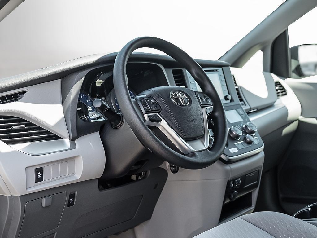 Toyota Sienna LE 8-Passenger V6 2020 à Verdun, Québec - 12 - w1024h768px
