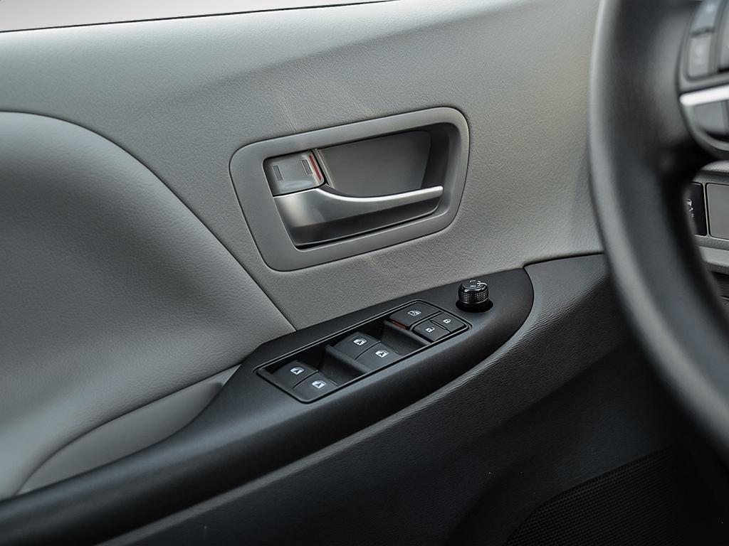 Toyota Sienna LE 8-Passenger V6 2020 à Verdun, Québec - 16 - w1024h768px