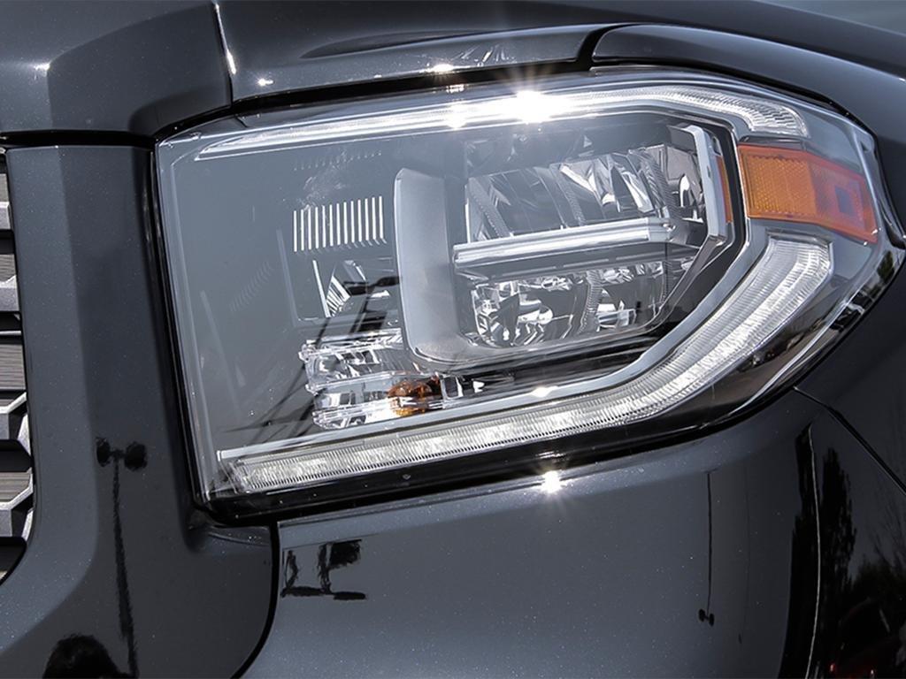 Toyota Tundra 4x4 CrewMax SR5 Plus 5.7 6A 2019 à Verdun, Québec - 10 - w1024h768px