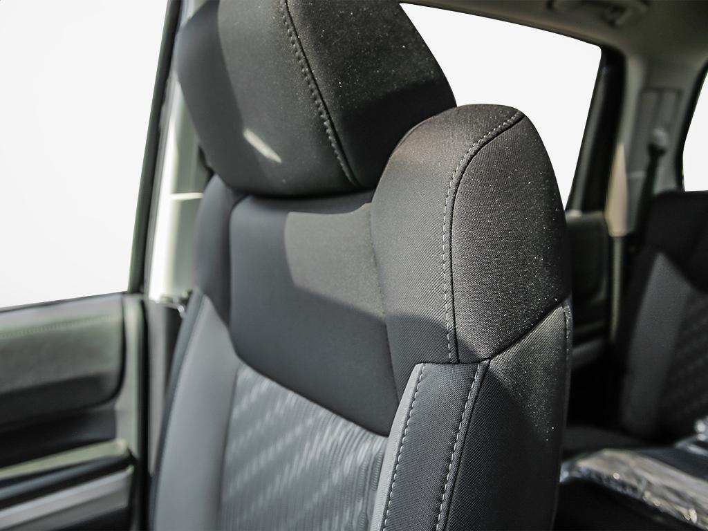 Toyota Tundra 4x4 CrewMax SR5 Plus 5.7 6A 2019 à Verdun, Québec - 20 - w1024h768px