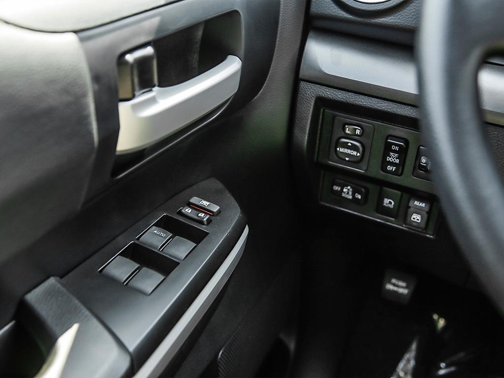 Toyota Tundra 4x4 CrewMax SR5 Plus 5.7 6A 2019 à Verdun, Québec - 16 - w1024h768px