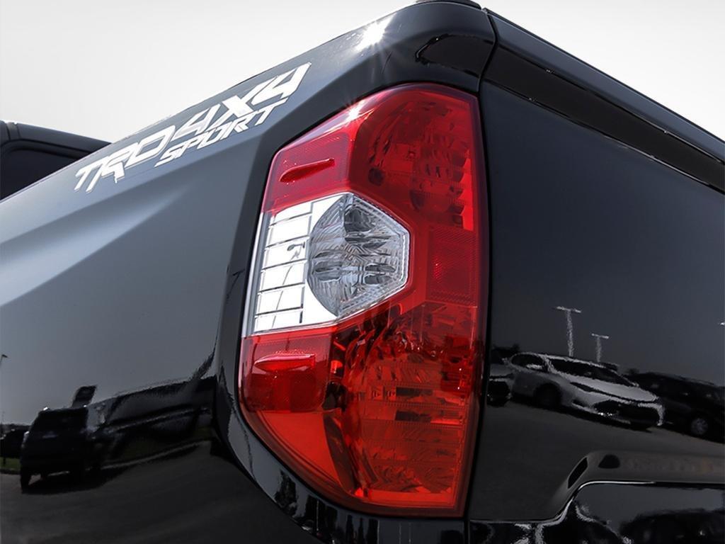 Toyota Tundra 4x4 CrewMax SR5 Plus 5.7 6A 2019 à Verdun, Québec - 11 - w1024h768px