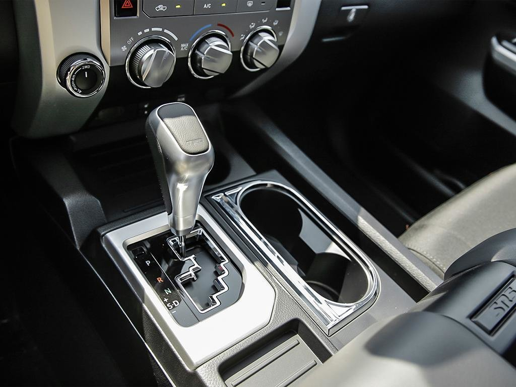 Toyota Tundra 4x4 CrewMax SR5 Plus 5.7 6A 2019 à Verdun, Québec - 17 - w1024h768px