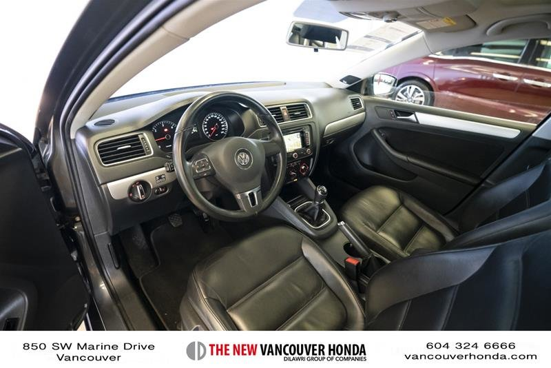 2012 Volkswagen Jetta Highline 2.5 6sp at w/Tip in Vancouver, British Columbia - 11 - w1024h768px