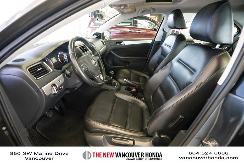 2012 Volkswagen Jetta Highline 2.5 6sp at w/Tip in Vancouver, British Columbia - 10 - w1024h768px