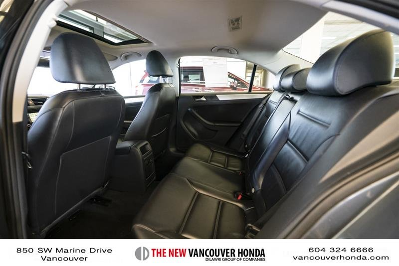2012 Volkswagen Jetta Highline 2.5 6sp at w/Tip in Vancouver, British Columbia - 12 - w1024h768px