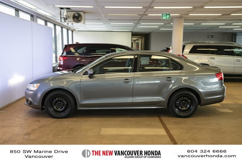 2012 Volkswagen Jetta Highline 2.5 6sp at w/Tip in Vancouver, British Columbia - 8 - w1024h768px