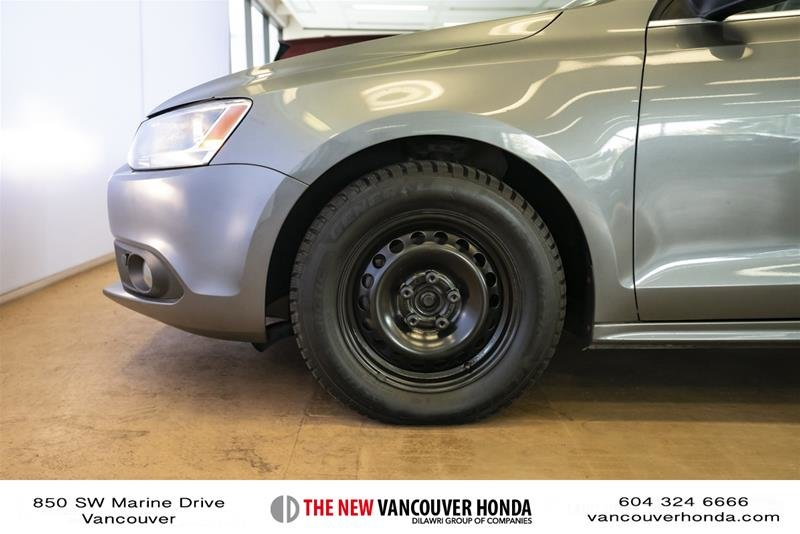 2012 Volkswagen Jetta Highline 2.5 6sp at w/Tip in Vancouver, British Columbia - 9 - w1024h768px
