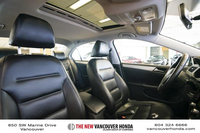 2012 Volkswagen Jetta Highline 2.5 6sp at w/Tip in Vancouver, British Columbia - 17 - w1024h768px
