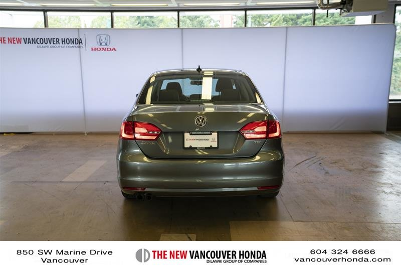 2012 Volkswagen Jetta Highline 2.5 6sp at w/Tip in Vancouver, British Columbia - 6 - w1024h768px