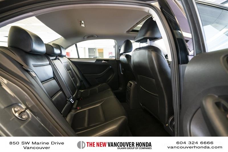 2012 Volkswagen Jetta Highline 2.5 6sp at w/Tip in Vancouver, British Columbia - 14 - w1024h768px