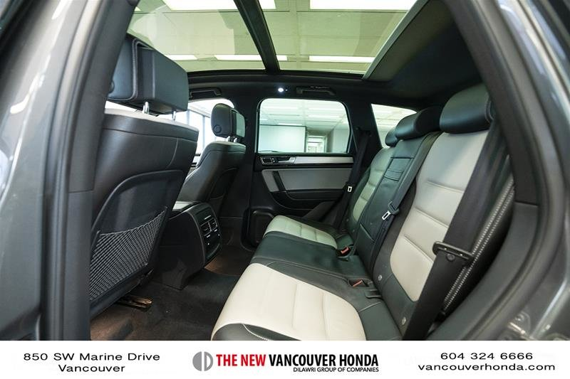 2017 Volkswagen Touareg Wolfsburg Edition 3.6L 8sp at w/Tip 4M in Vancouver, British Columbia - 13 - w1024h768px