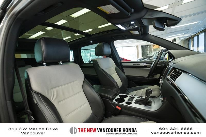 2017 Volkswagen Touareg Wolfsburg Edition 3.6L 8sp at w/Tip 4M in Vancouver, British Columbia - 16 - w1024h768px