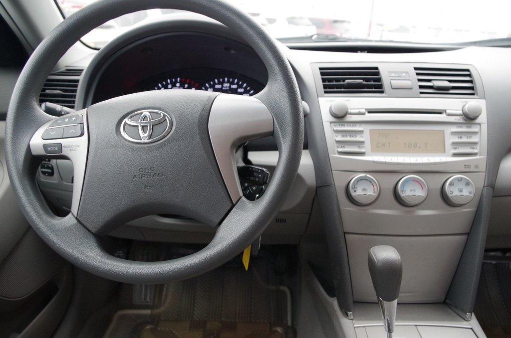 Toyota Camry LE SUPERBE CONDITION