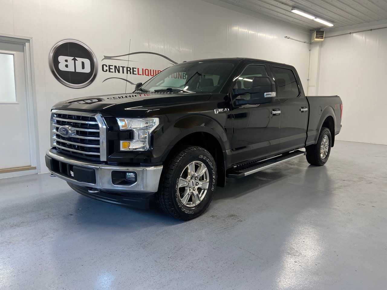 Ford F-150 2017 V8 5.0L XLT CREW CAB 4x4 HITCH MARCHE PIED