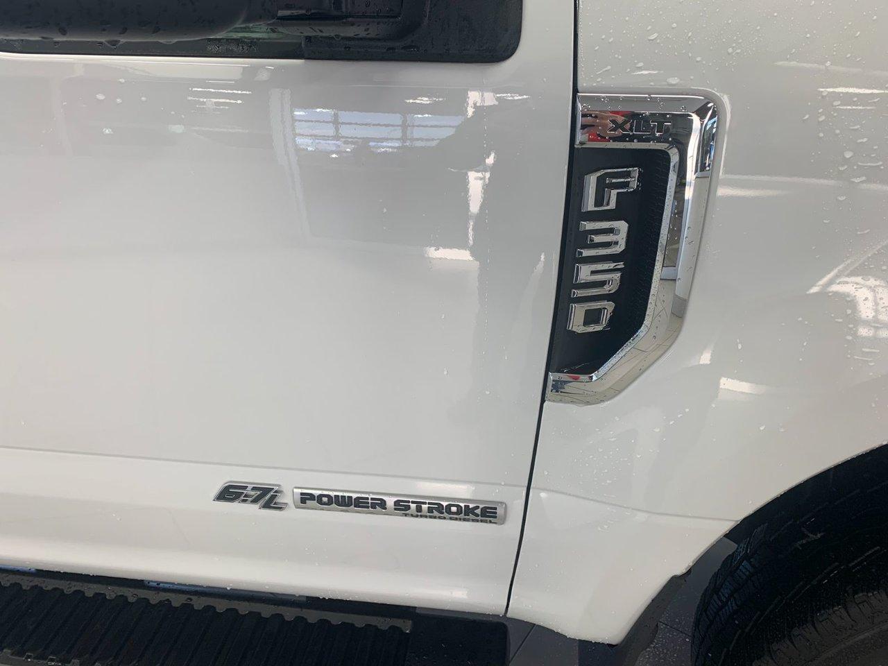 2019 Ford Super Duty F-350 DRW XLT 4X4 8 PIEDS
