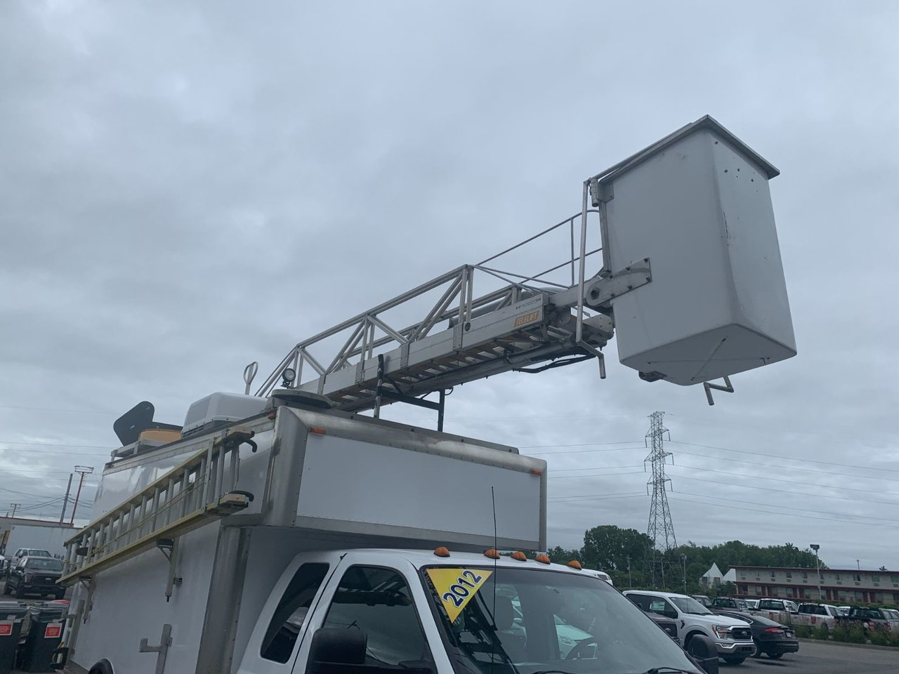 2012 Ford Super Duty F-450 DRW CUBE NACELLE