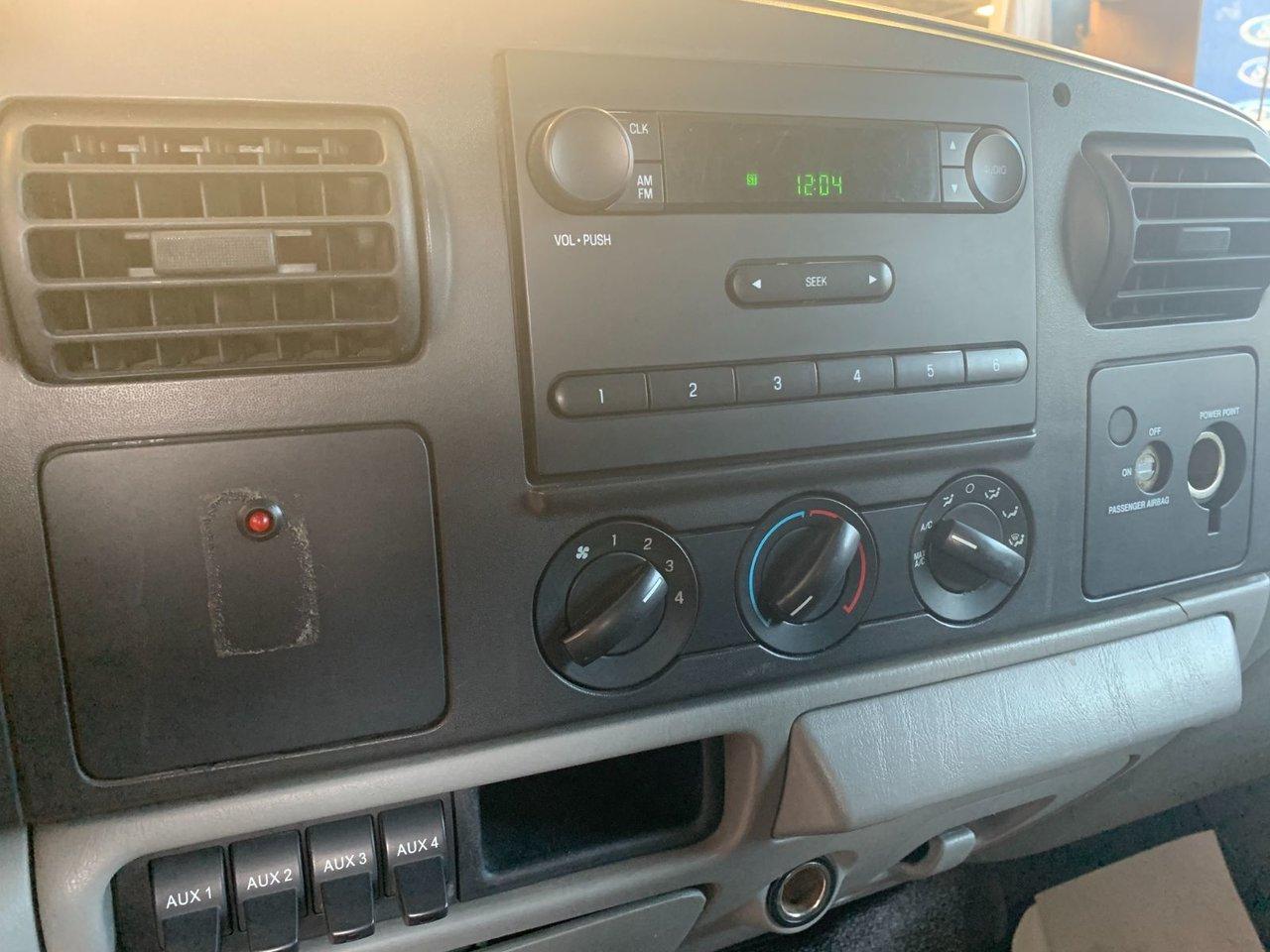 2007 Ford Super duty F-550 DRW XL DOMPEUR