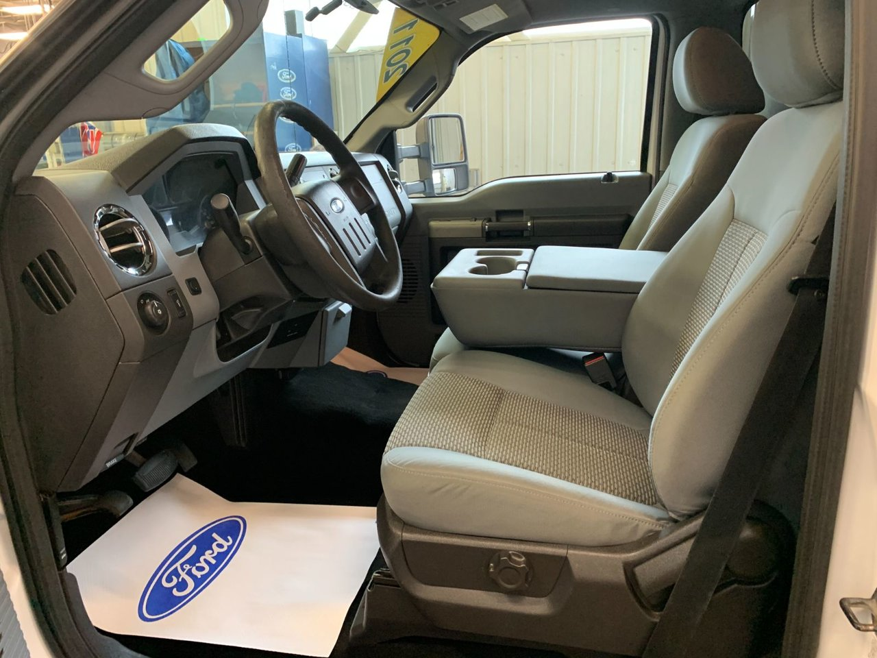2011 Ford Super duty F-550 DRW CUBE 14 PIEDS