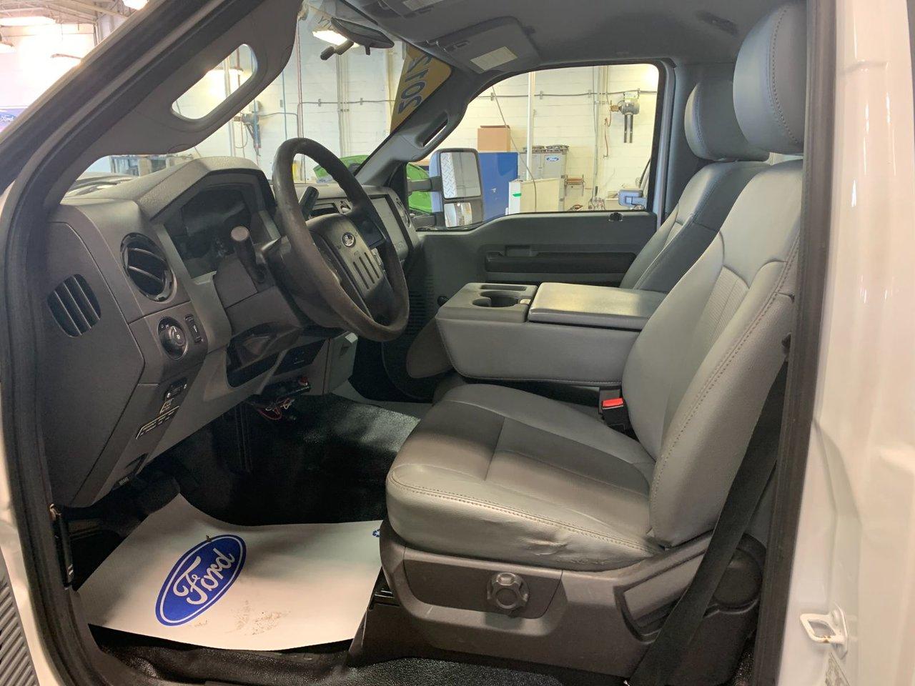2012 Ford Super duty F-550 DRW XL COFFRE ET GRUE