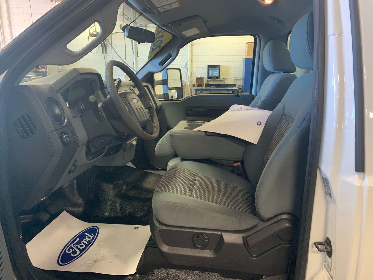 2012 Ford Super duty F-550 DRW XL CUBE 14 PIEDS ÉLÉVATEURS