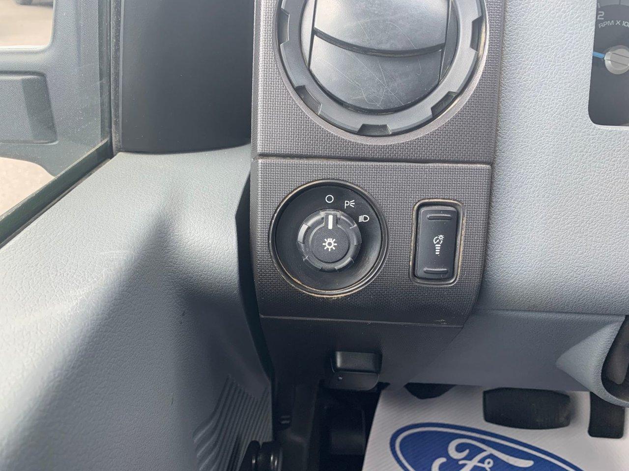2013 Ford Super duty F-550 DRW CUBE XL 12 PIEDS