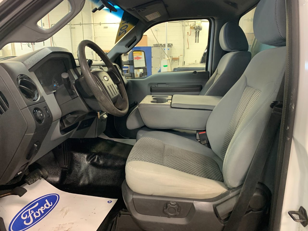 2013 Ford Super duty F-550 DRW CUBE 12 PIEDS AVEC DECK