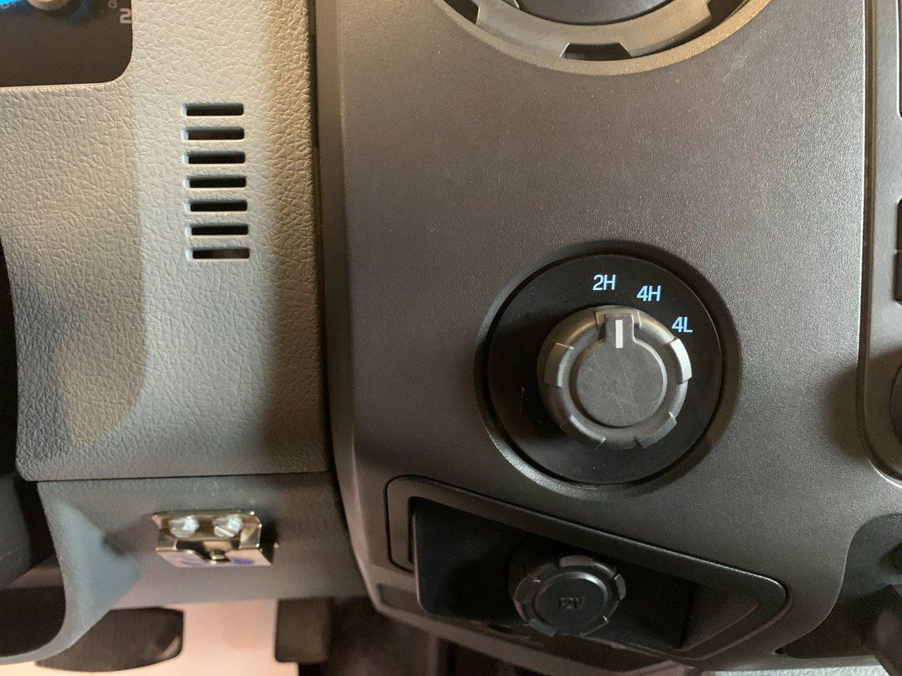 2016 Ford Super duty F-550 DRW XL DOMPEUR