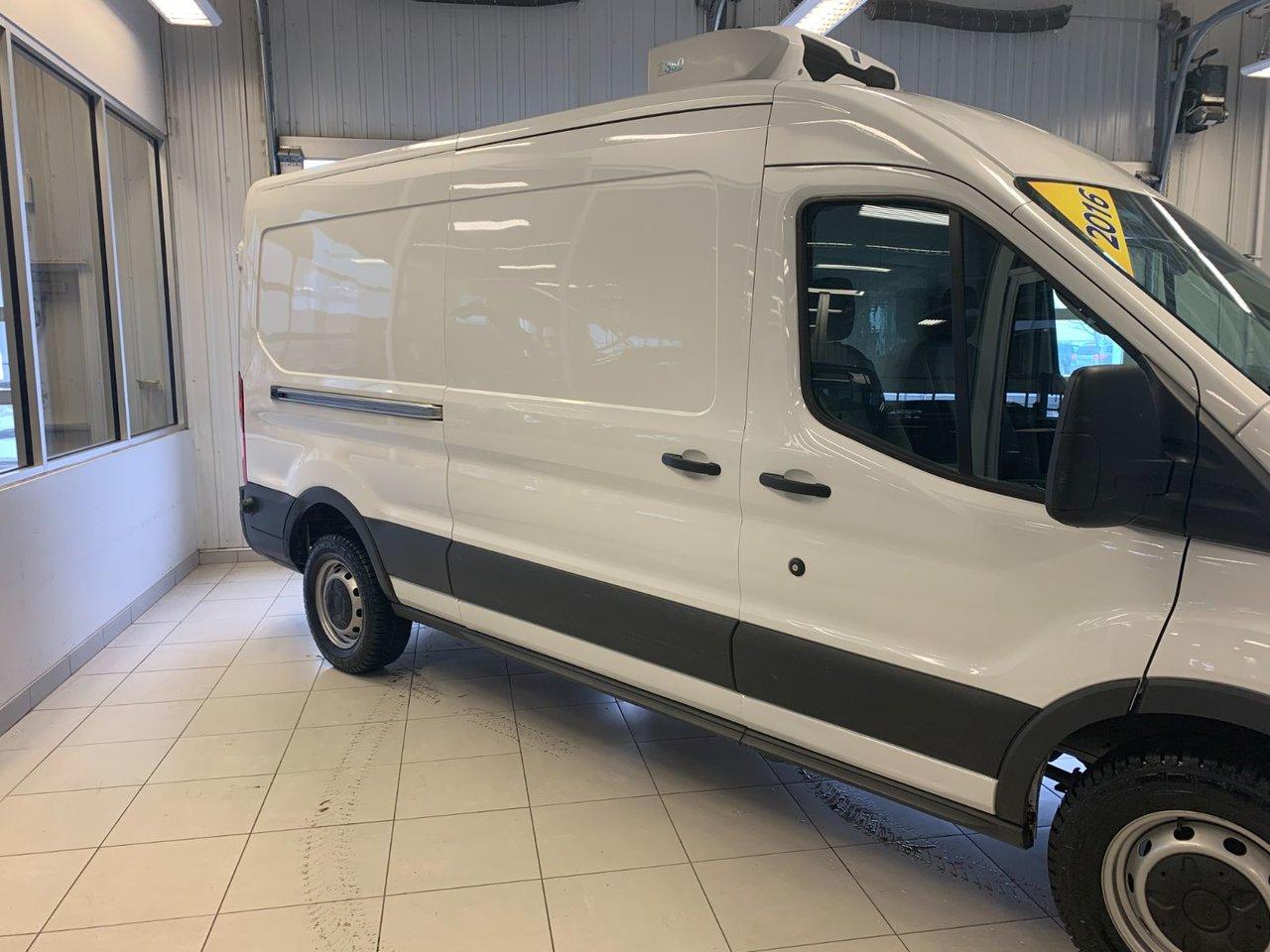 2016 Ford Transit Cargo Van 250 MR ISOLÉ ET RÉFRIGÉRER
