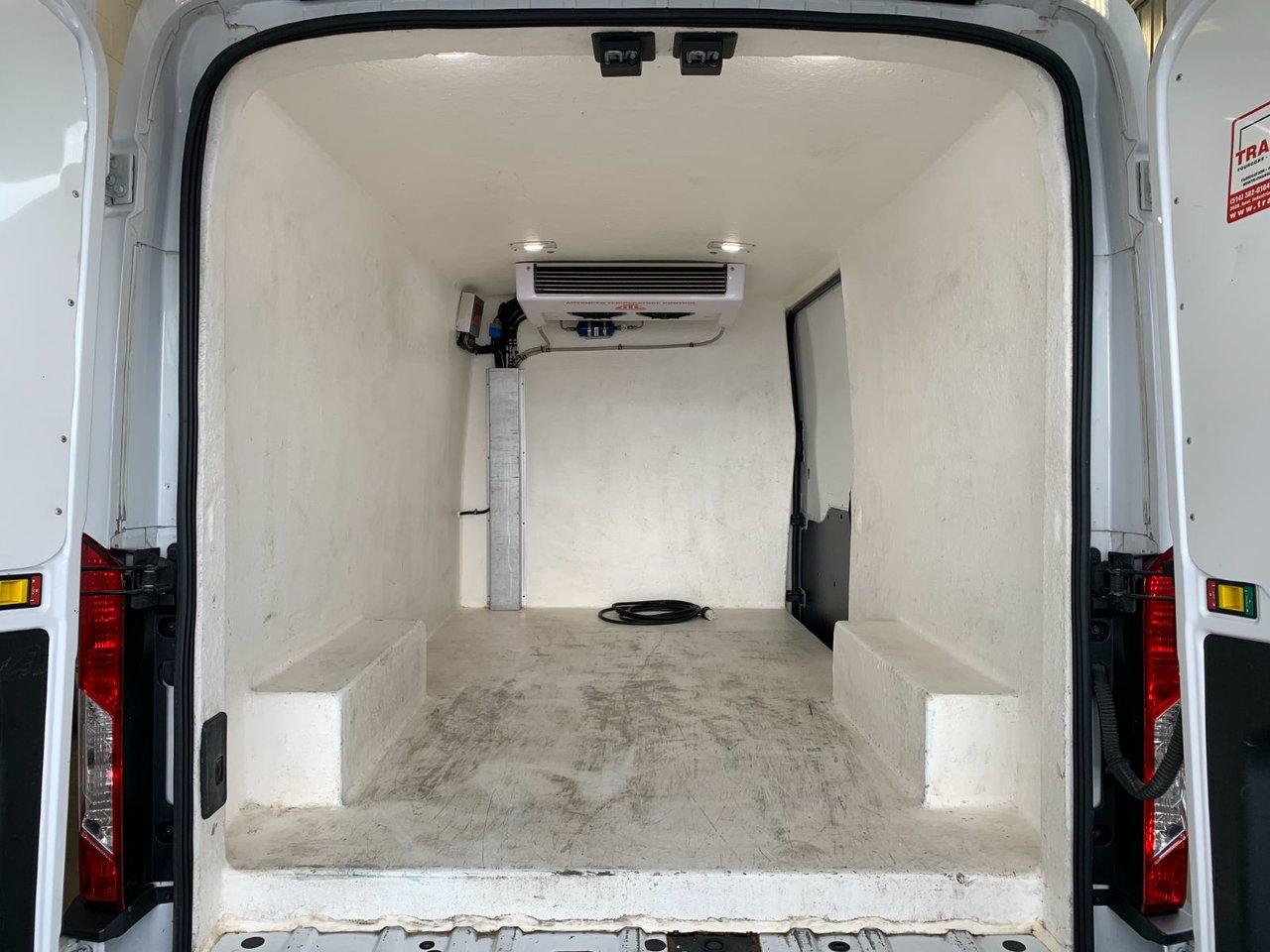 2018 Ford Transit Van 350 MR CARGO FÉFRIGÉRER ET ISOLÉ