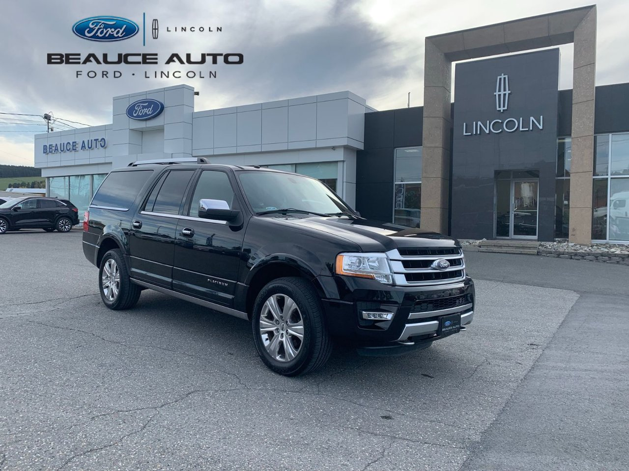 2017 Ford  Expedition max Platinum / 8 passagers