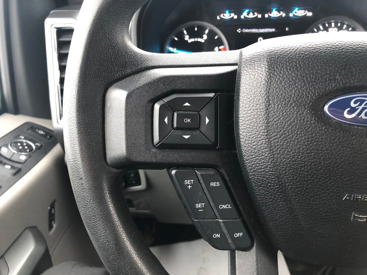 2017 Ford Super Duty F-250 SRW XLT 6.7L POWERSROKE BOITE 8 PIED