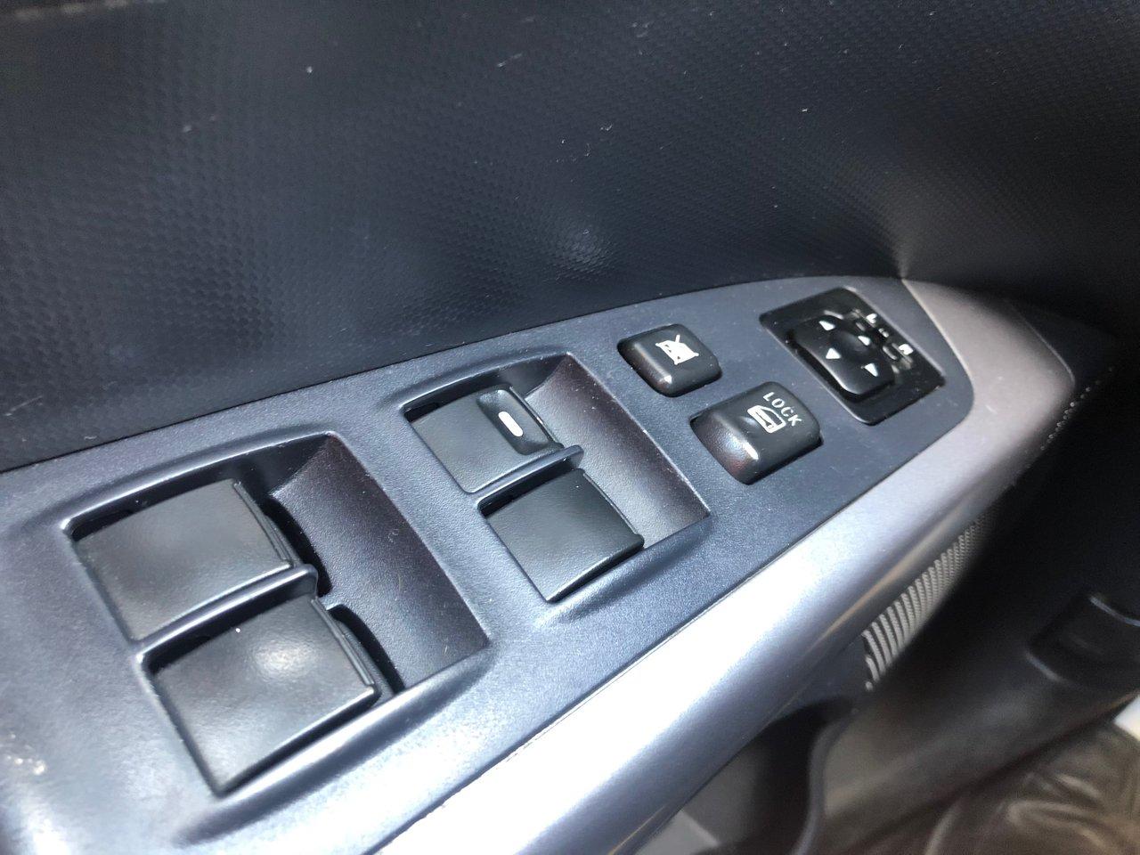 2012 Mitsubishi Outlander ES