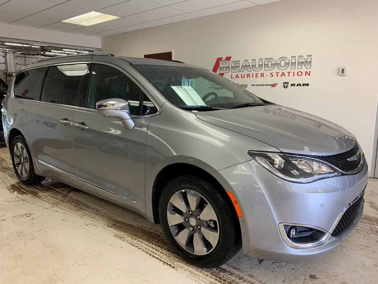 2020 Chrysler  Pacifica Hybrid Limited 35th Anniversary
