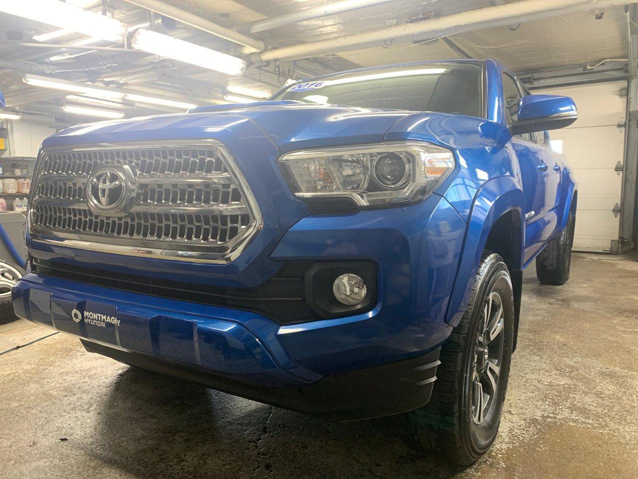2016 Toyota  Tacoma SR5; Automatique, A/C; AWD Caméra de recul