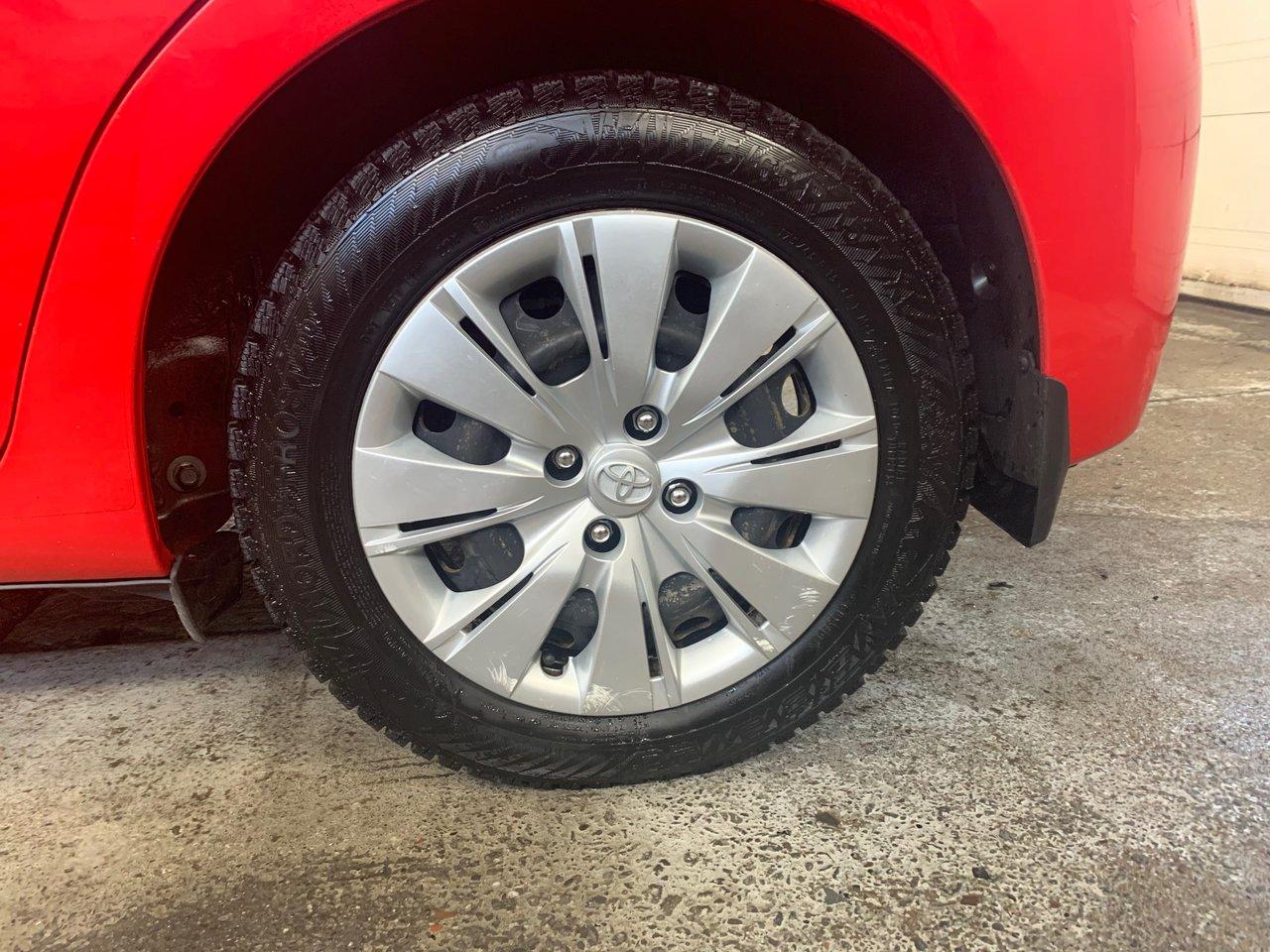 2015 Toyota  Yaris LE; Automatique; A/C; Bluetooth; Pneus d'hive