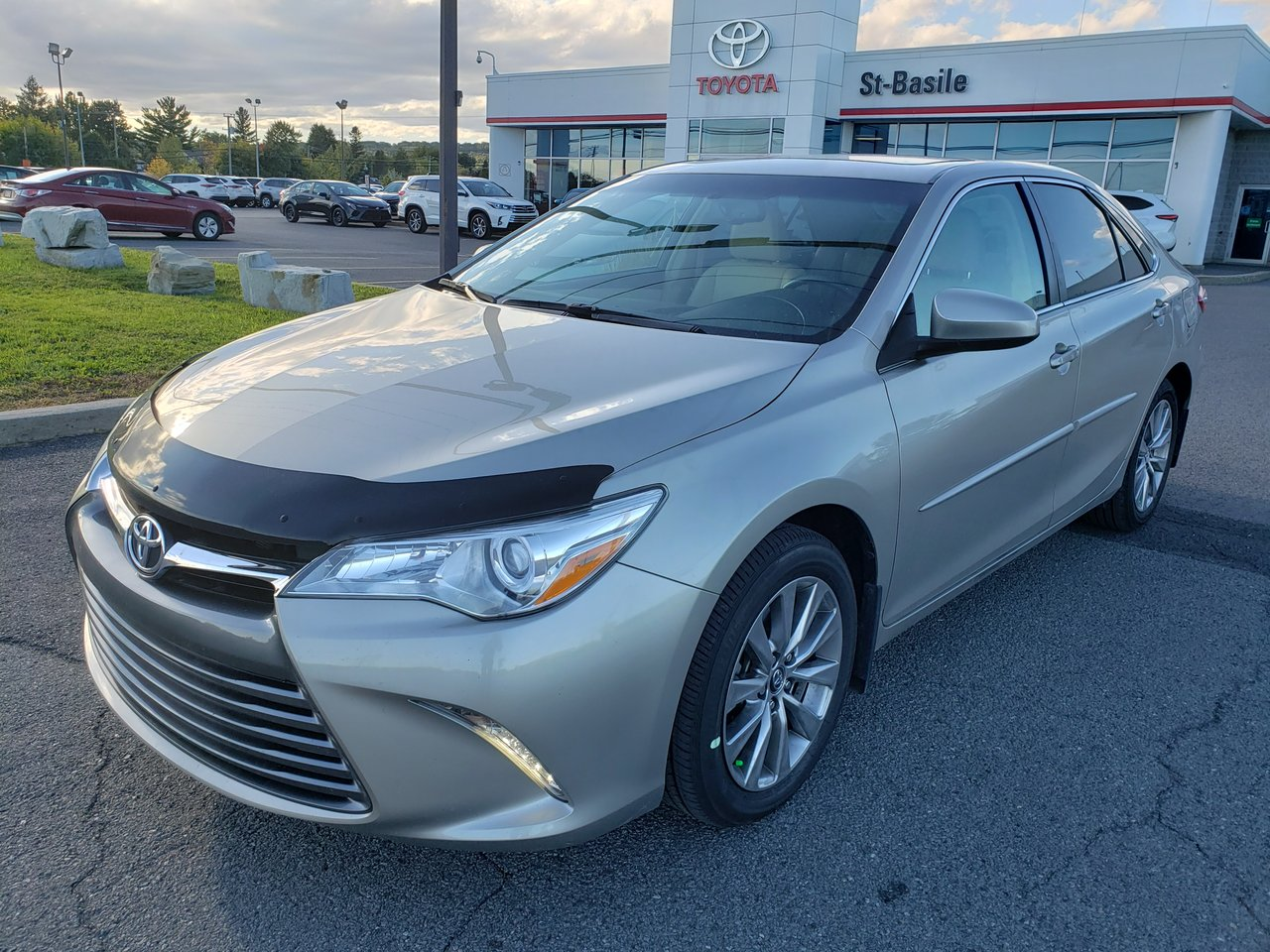 2017 Toyota  Camry XLE CUIR MAGS TOIT SIEGES CHAUFFANTS GPS BLUE