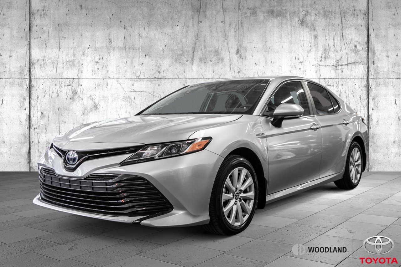 Toyota Camry 2018 LE * Mags * Air * Caméra * Bluetooth *